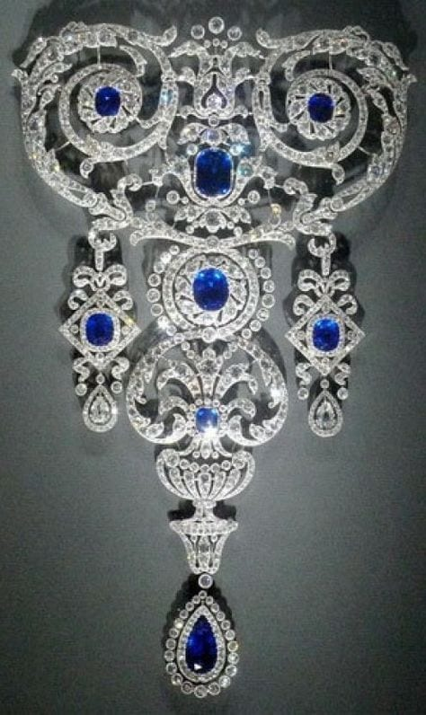 Cartier Stomacher brooch made of platinum, diamonds, and sapphires